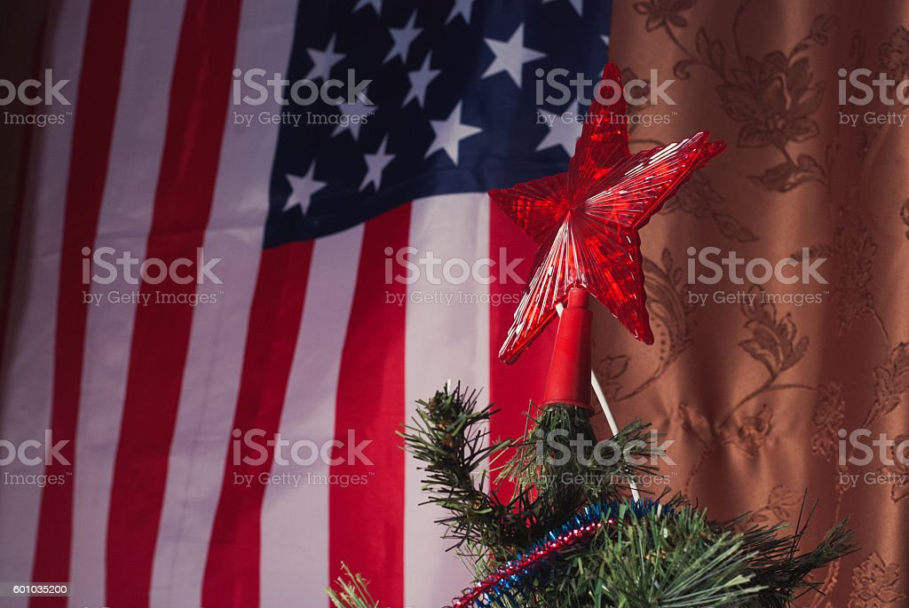 Christmas tree on the background of the American flag, - foto de acervo
