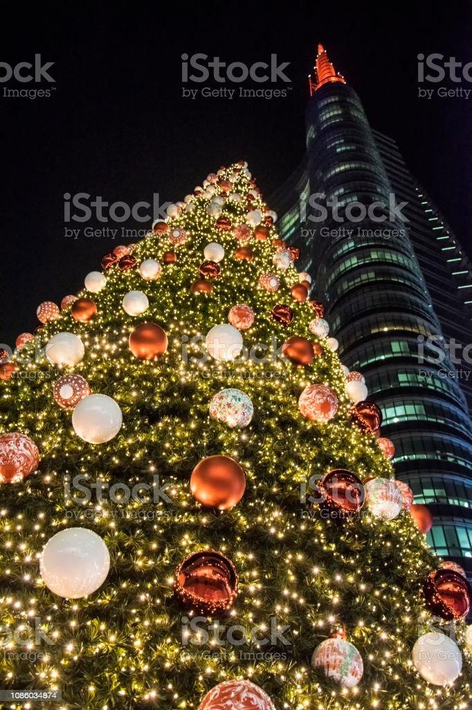 Albero Di Natale Milan.Albero Di Natale Piazza Gae Aulenti Milano Italia Stock Photo Download Image Now Istock