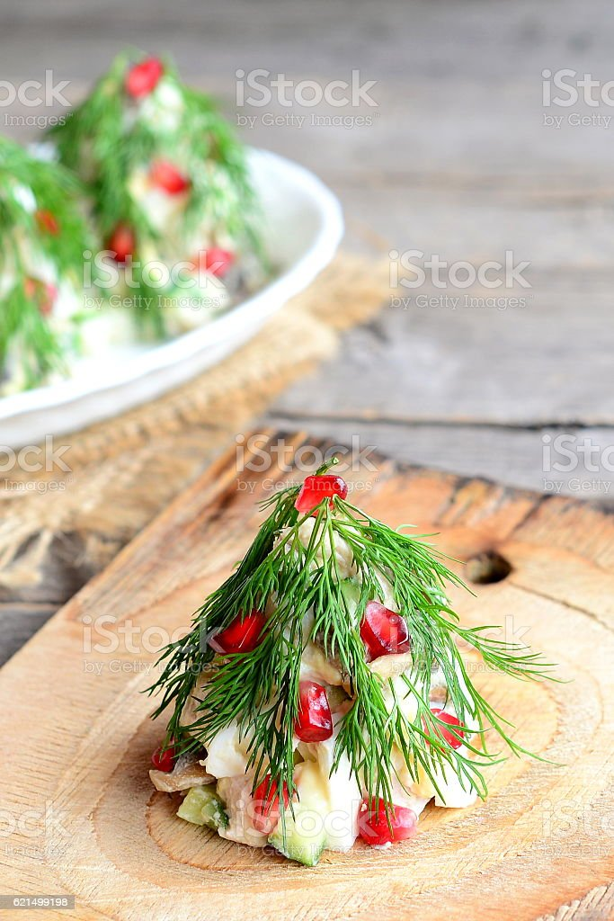 Christmas tree salad on a wooden board foto stock royalty-free