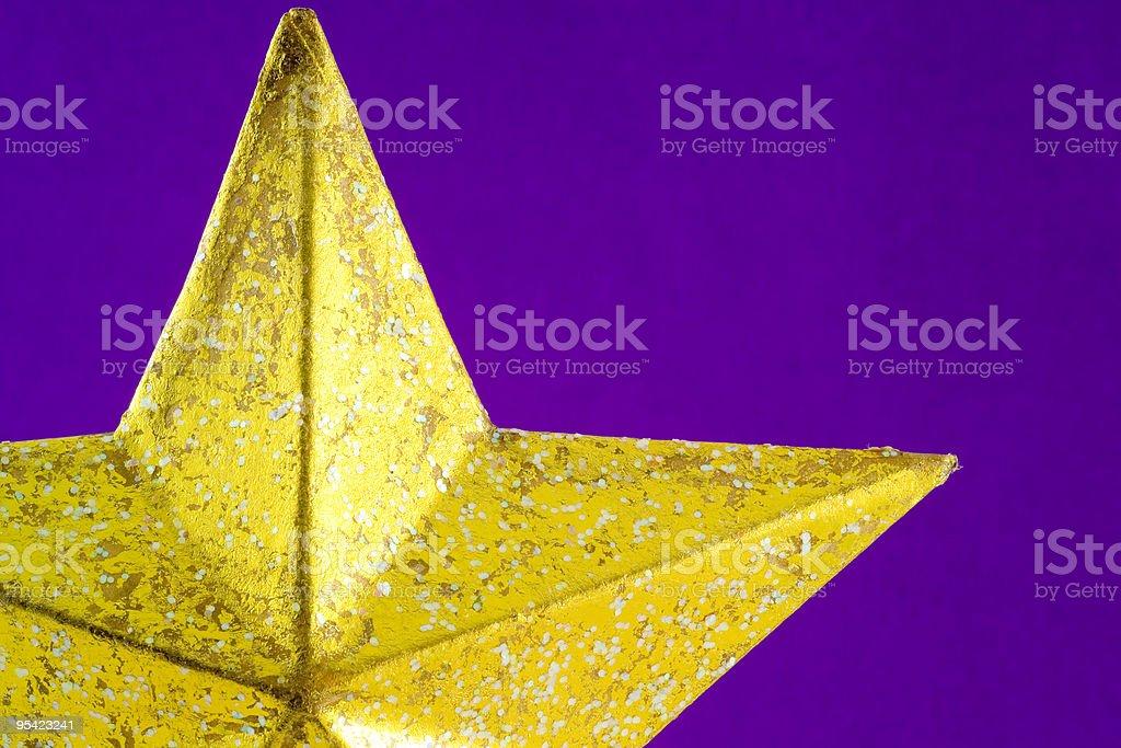 Weihnachtsbaum Sterne auf Lila Crêpe-Hintergrund, Nahaufnahme Lizenzfreies stock-foto