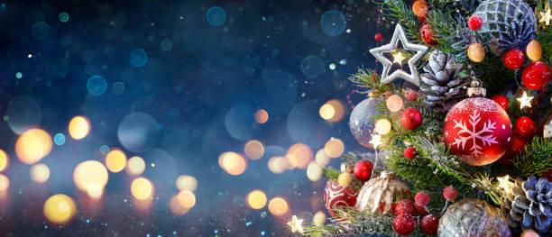 聖誕樹與包和模糊的閃亮燈 - background 個照片及圖片檔
