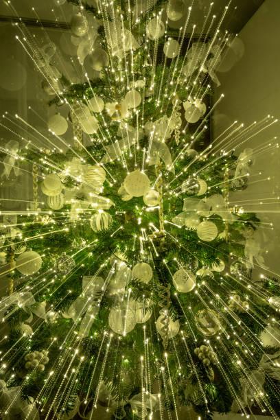 光のたくさんのクリスマス ツリー ストックフォト