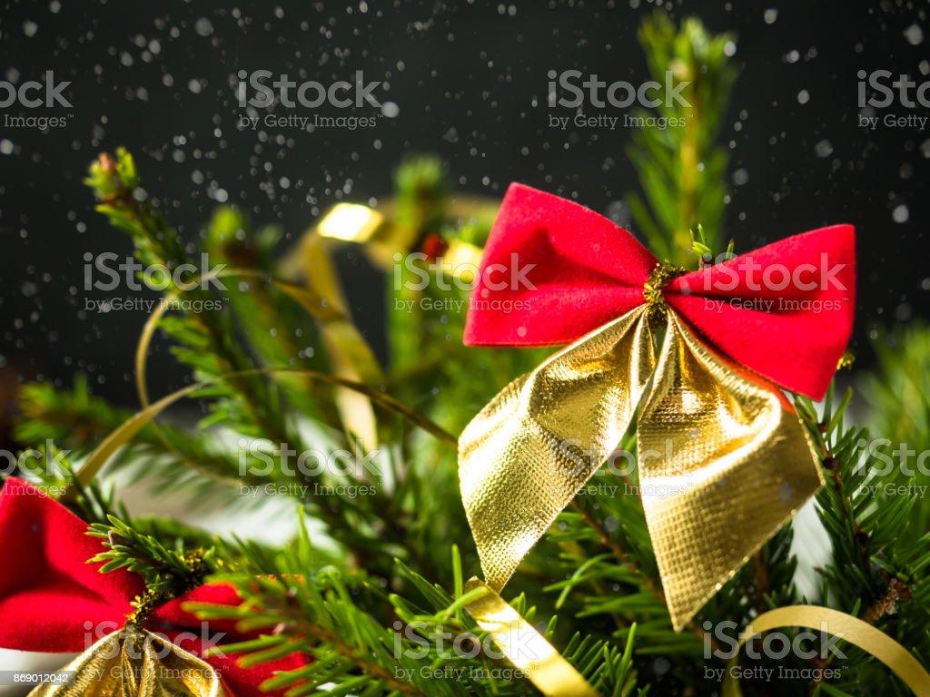 Schleifen Weihnachtsbaum.Weihnachtsbaum Mit Roten Schleifen Dezember Winterurlaub