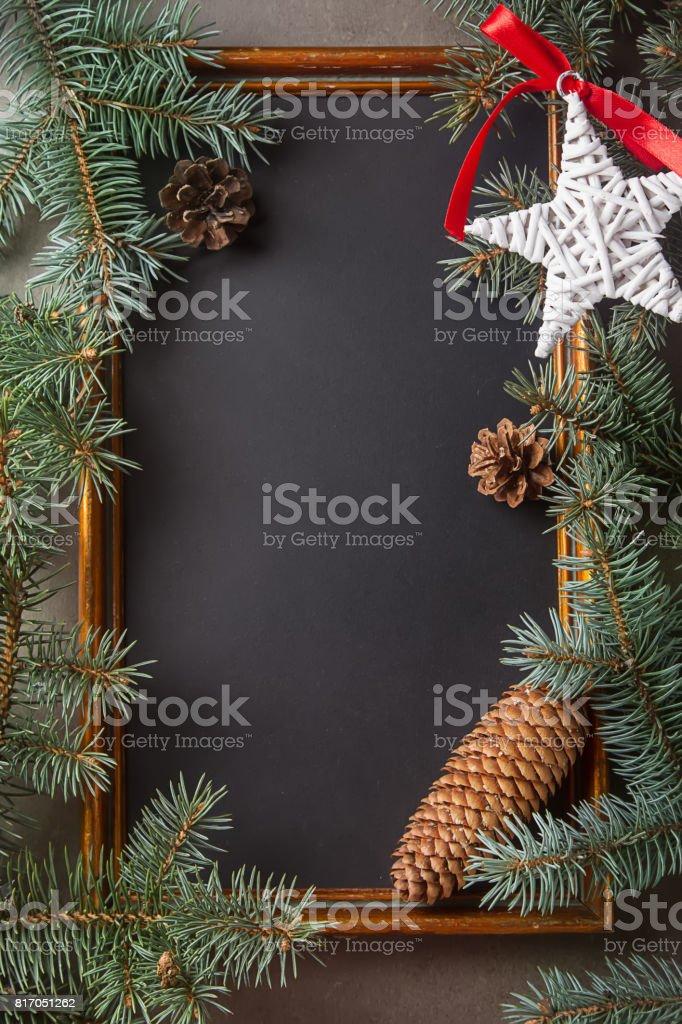 Schwarzer Weihnachtsbaum.Weihnachtsbaum Mit Spielzeugen Holzrahmen Schwarzer