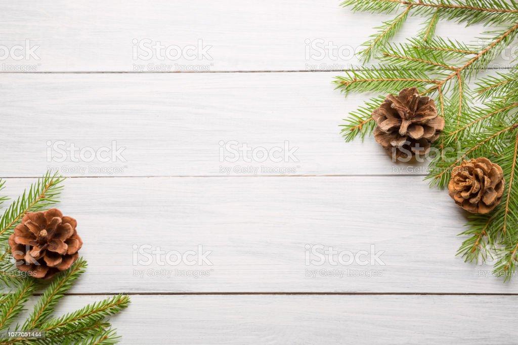 2019 Weiße Weihnachten.Weiße Weihnachten Holz Hintergrund Mit Tannen ästen Und Zapfen Draufsicht Mit Textfreiraum Für Ihren Text Stockfoto Und Mehr Bilder Von 2019
