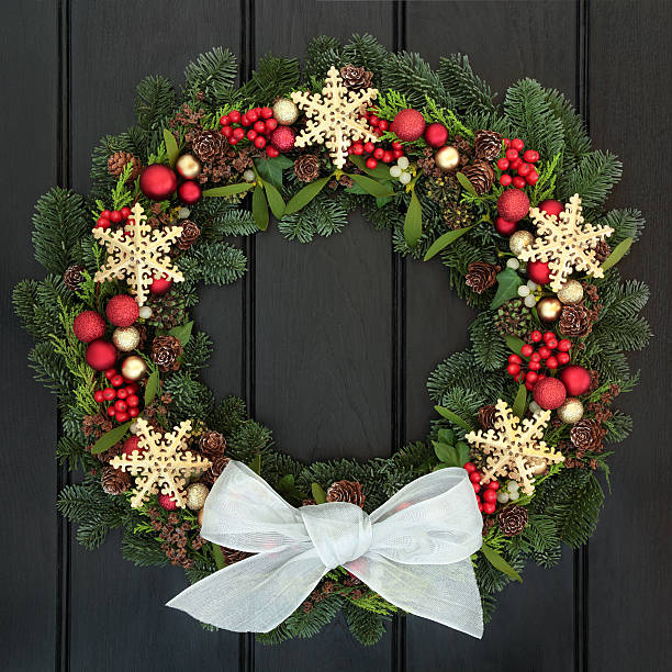 weihnachtskranz - türbänder stock-fotos und bilder