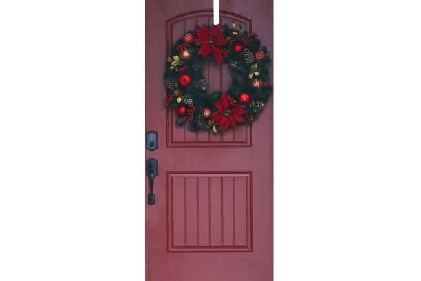 weihnachten will rote vordertür - moderner dekor für ferienhaus stock-fotos und bilder