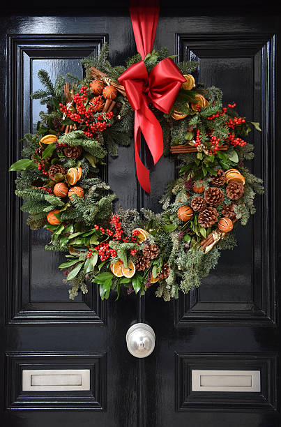 yule weihnachten kranz - türbänder stock-fotos und bilder