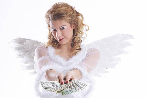 chritsmas engel zeigt ihnen das geld - engelsflügel kaufen stock-fotos und bilder