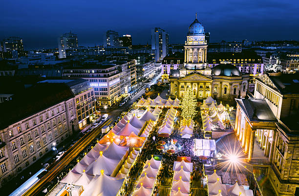 Chtristmas Maket Gendarmenmarkt in Berlin Christmas Market (Gendarmenmarkt) in Berlin from aboveChtristmas Maket Gendarmenmarkt in Berlin from above gendarmenmarkt stock pictures, royalty-free photos & images