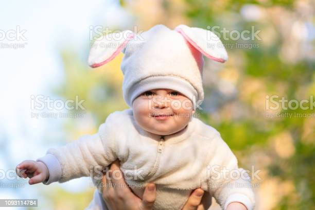Chubby daughter in bunny suit in father hands picture id1093114784?b=1&k=6&m=1093114784&s=612x612&h=btxz rohp0gwdzscbrlxopvofqxwe0ng6sdwmcpxrj8=