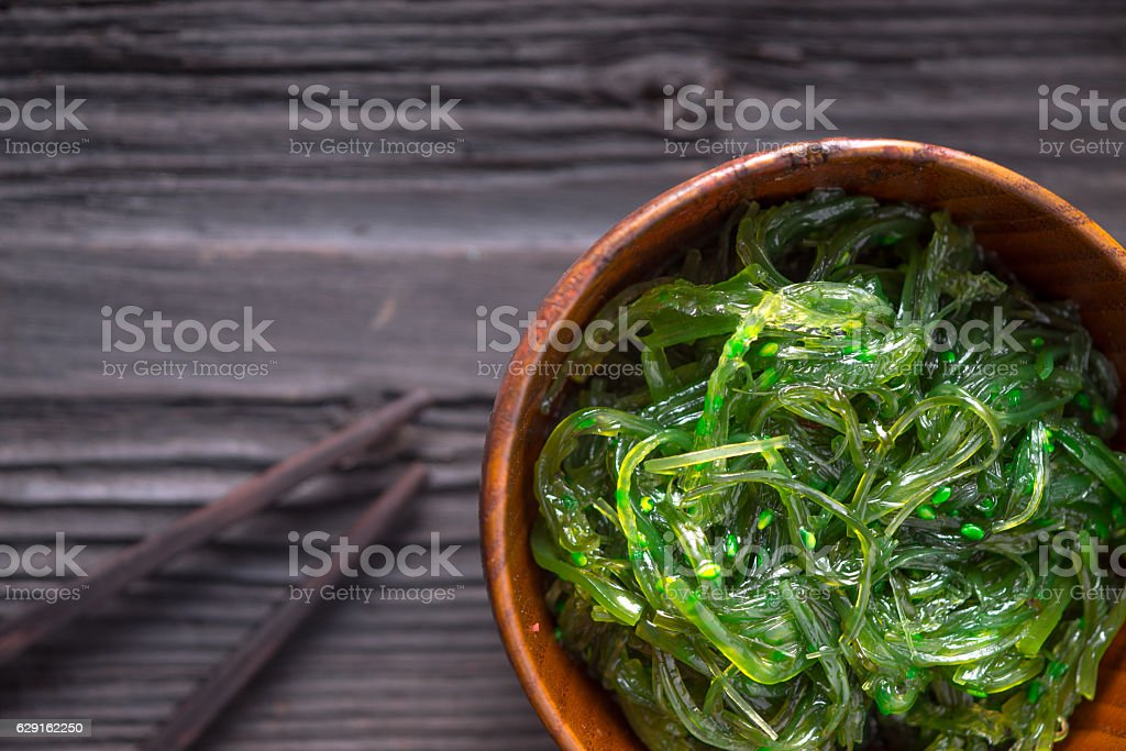 Chuka salad  in the wooden bowl  top view - foto de stock
