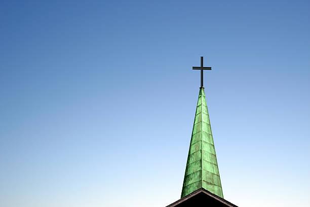 xxl-kirche cross und kirchturmspitze - kirchturmspitze stock-fotos und bilder