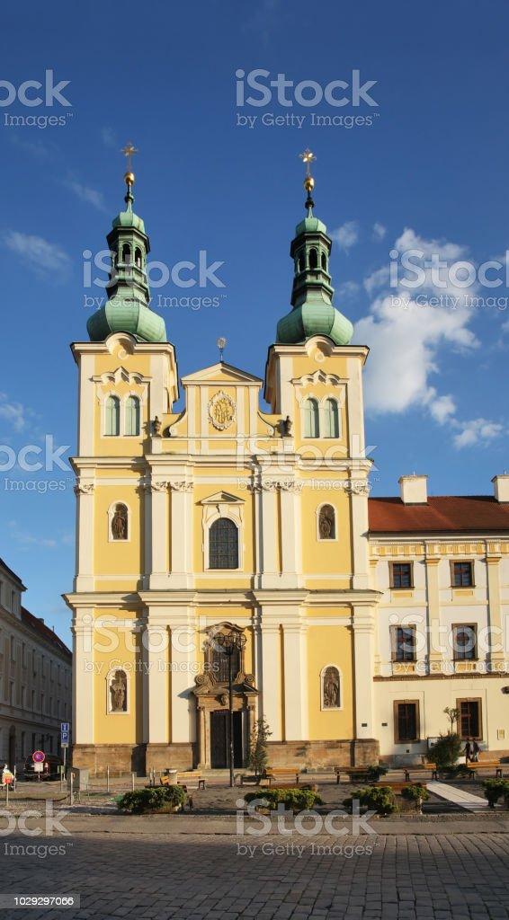 Église de l'Assomption de la Vierge Marie au grand carré (Velke namesti) à Hradec Kralove. République tchèque - Photo