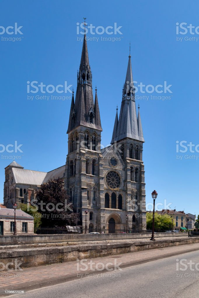 Church of Notre-Dame-en-Vaux in Châlons-en-Champagne The Church of Notre-Dame-en-Vaux is a Roman Catholic church located in Châlons-en-Champagne. The Collegiate church is a major masterpiece in Marne. Ancient Stock Photo