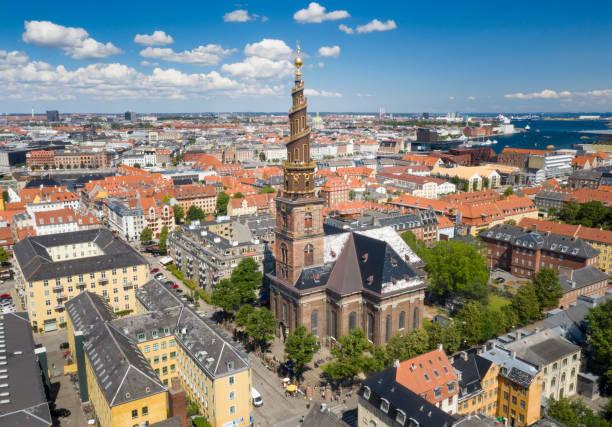 vår frälsares kyrka, vor frelsers kirke, köpenhamn - drone copenhagen bildbanksfoton och bilder