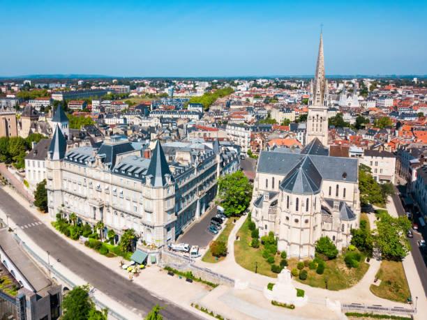 kilise saint martin kilisesi, pau - bearn stok fotoğraflar ve resimler