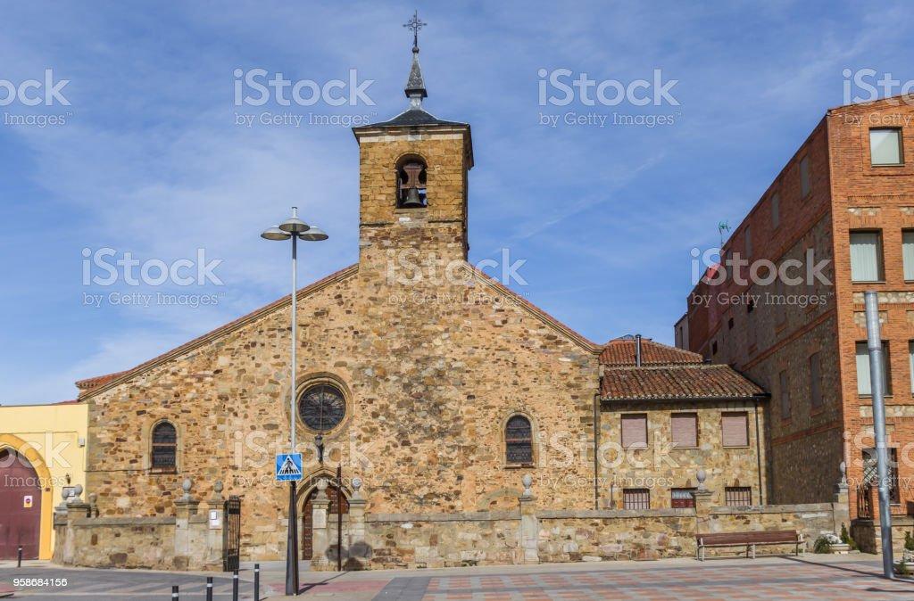 Iglesia de San Bartolomé en el centro histórico de Astorga, España - foto de stock