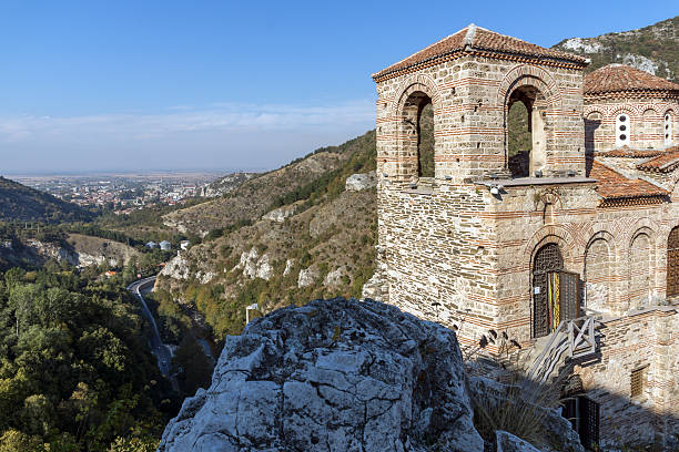 church of the holy mother of god in asen's fortress - rhodopen stock-fotos und bilder