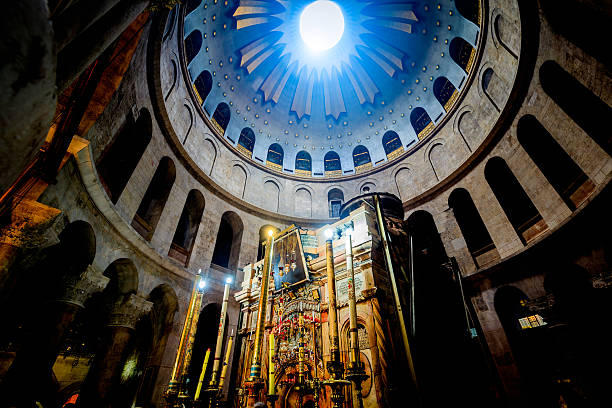 kirche des heiligen grabes in jerusalem - jerusalem stock-fotos und bilder