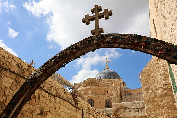 church of the holy sepulchre. jerusalem. israel - jeruzalem stockfoto's en -beelden