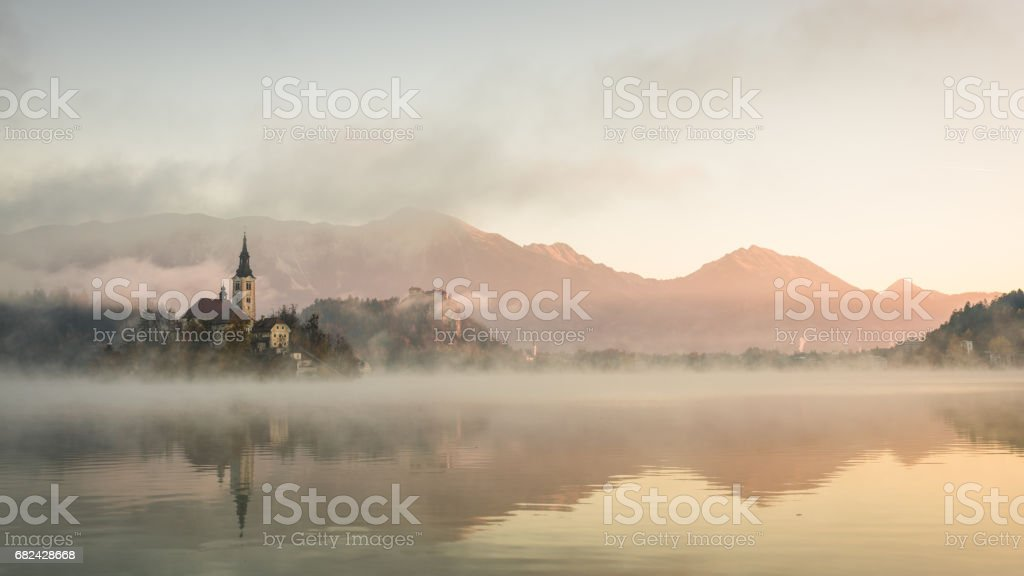 Church on island in Lake Bled in the morring, Slovenia photo libre de droits