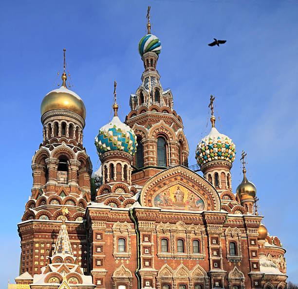 church on verschütteten blutes, st. petersburg, russland - russisch orthodoxe kirche stock-fotos und bilder
