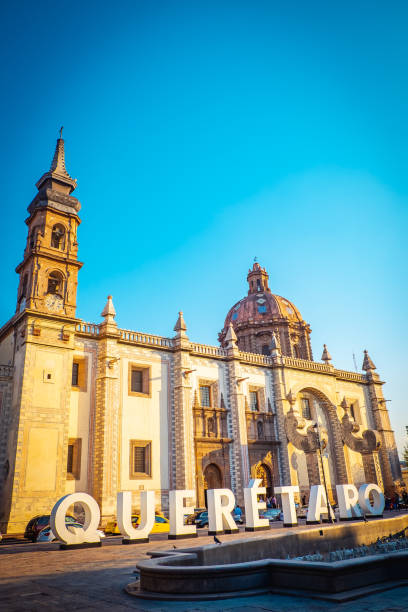 una iglesia, queretaro, méxico - queretaro fotografías e imágenes de stock