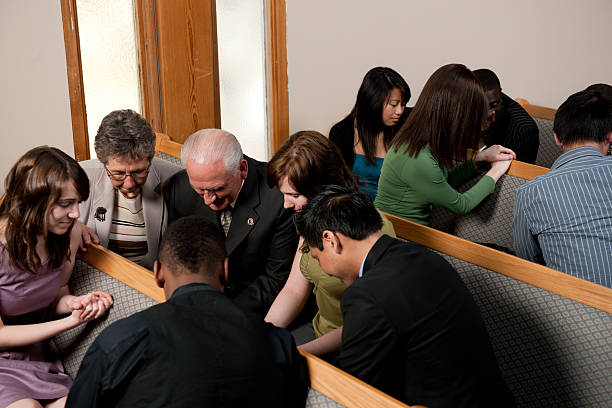 Grupo de oración iglesia de - foto de stock