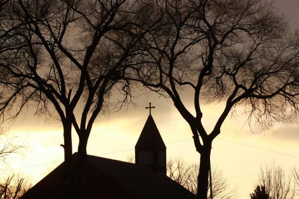 kirchliche steeple - kirchturmspitze stock-fotos und bilder