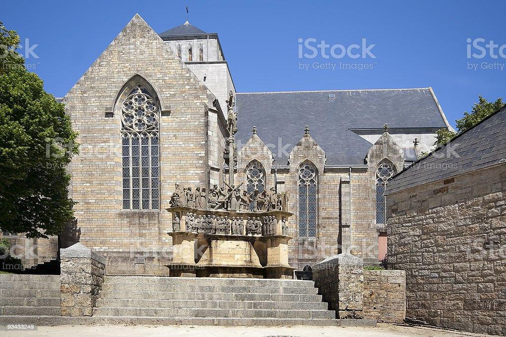Kirche in der Bretagne und calvary Lizenzfreies stock-foto