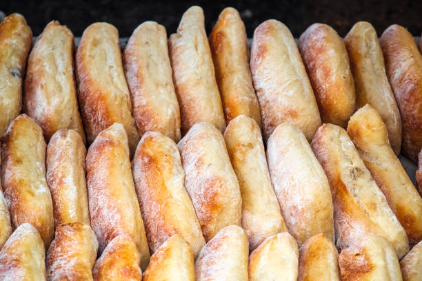 이스트 런던에서 브로드 웨이 시장에서 디스플레이 ciabattas - 치아바타 빵 뉴스 사진 이미지
