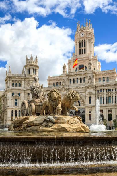 Cibeles-Brunnen auf der Plaza de Cibeles in Madrid – Foto