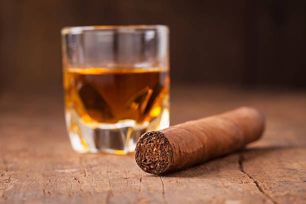 cigar and whisky on old wooden table – Foto
