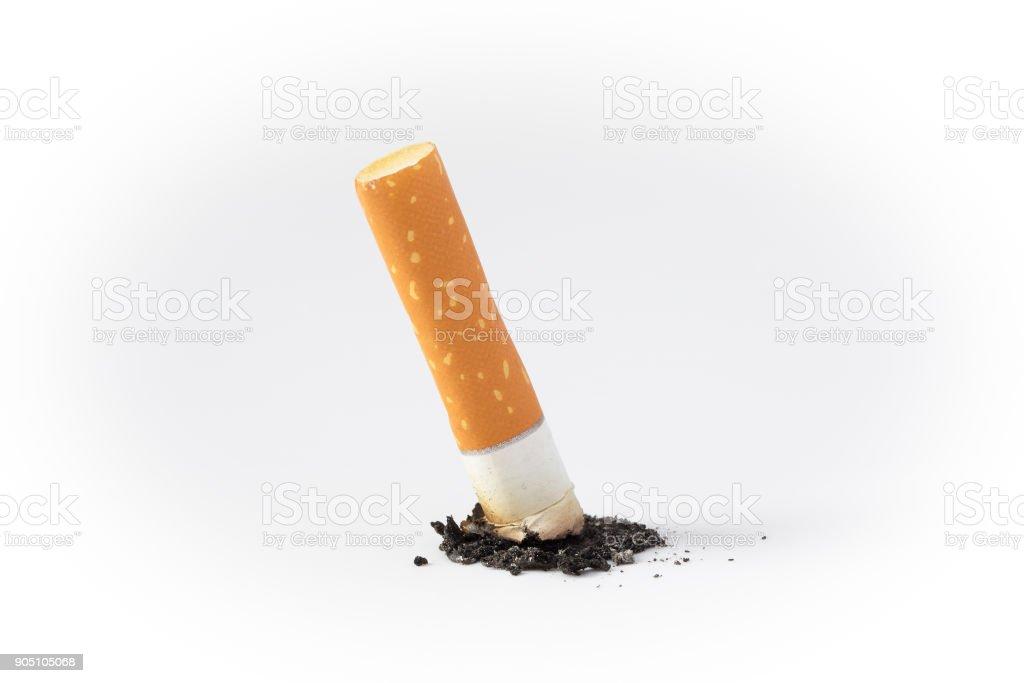 bituca de cigarro em um branco - foto de acervo