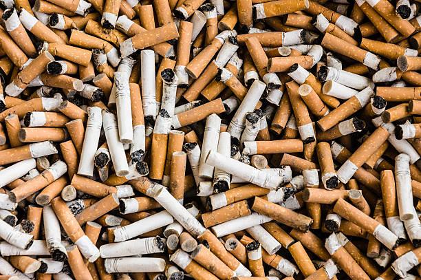 sigarette - cicca sigaretta foto e immagini stock