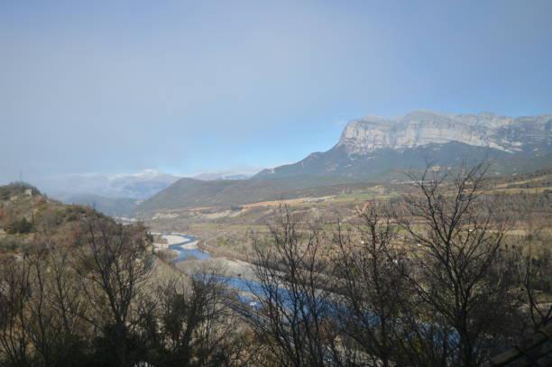 Cinca River In Its übergeben von Ainsa It entsteht im Marbore Gletscher im Tal La Pineta Monte Perdido und fließt in den Ebro. – Foto