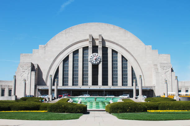 Cincinnati Museum Center at Union Terminal Cincinnati, Ohio, USA - April 7, 2011: A front view of the Cincinnati Museum Center at Union Terminal. The museum which was originally a train station was converted into a museum in 1986. It is home to many traveling exhibits, a children museum, and omnimax theater. cincinnati stock pictures, royalty-free photos & images