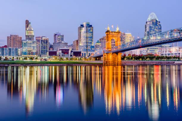Cincinnati, Ohio, USA Cincinnati, Ohio, USA downtown skyline on the Ohio River. cincinnati stock pictures, royalty-free photos & images