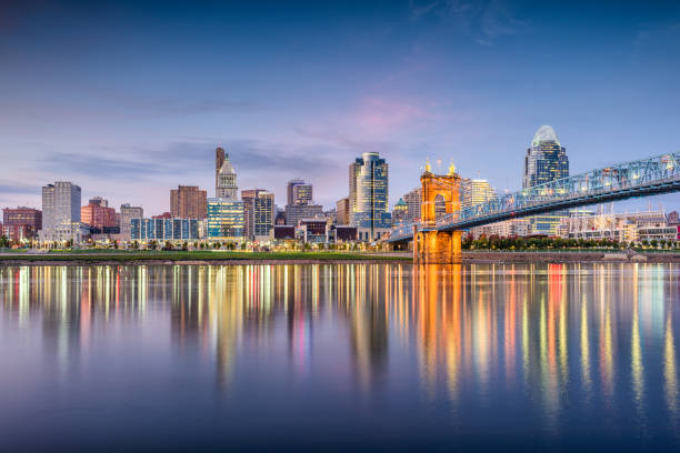 Cincinnati, Ohio, USA Skyline Cincinnati, Ohio, USA skyline on the river at dusk. cincinnati stock pictures, royalty-free photos & images