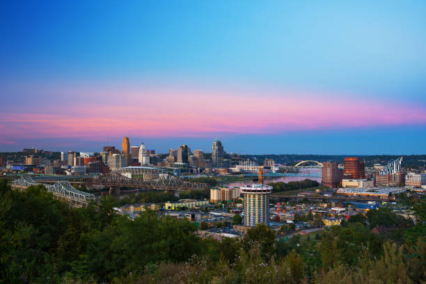 Cincinnati Skyline With Bridges, River, During Dusk With Pink Clouds Downtown Cincinnati skyline view with Ohio River, bridges, and Covington, Kentucky in the foreground, and a blue sky with pink clouds in the background. cincinnati stock pictures, royalty-free photos & images