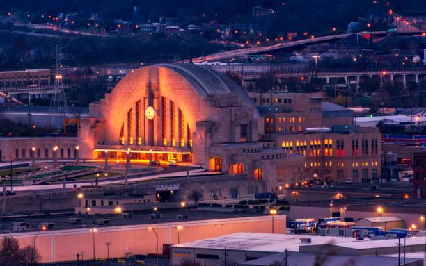 cincinnati union terminal at sunset cincinnati union terminal at sunset cincinnati stock pictures, royalty-free photos & images