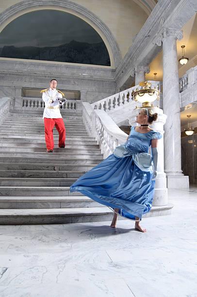 cinderella und märchenprinzen - prinzessinnenschuhe stock-fotos und bilder