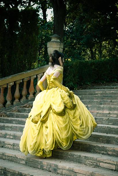 cinderella auf der treppe iii - prinzessinnenstil stock-fotos und bilder