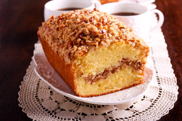cinnamon and nut coffee cake, - zimt pekannüsse stock-fotos und bilder