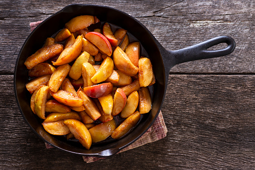 Cinnamon Apples in a Cast Iron Skillet