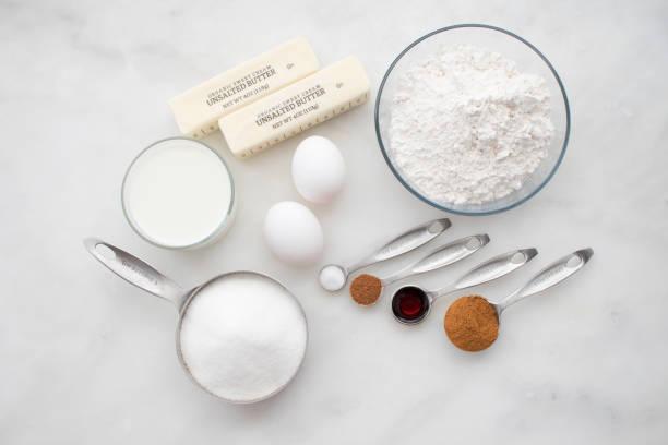 zimt-zucker muffin zutaten - vanille muffins stock-fotos und bilder