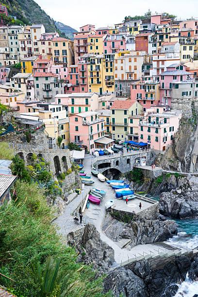 cinque terre, italien stadt manarola - hatfield town stock-fotos und bilder