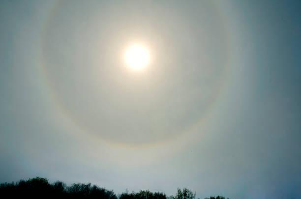 Círculo em torno do sol - foto de acervo