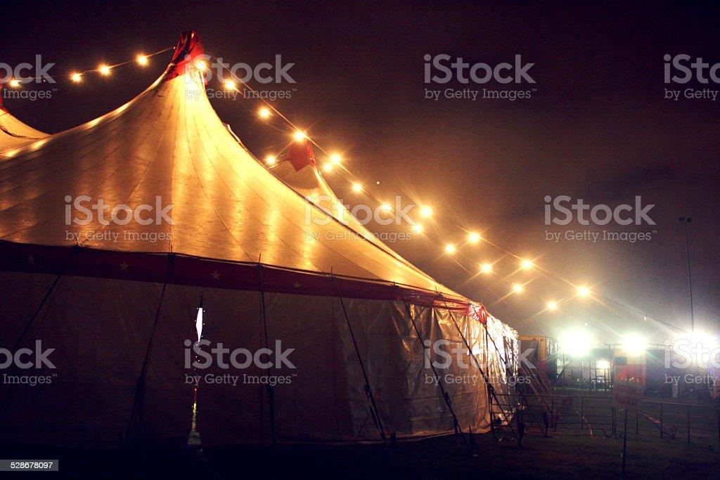 Цирк на ночь - Стоковые фото Без людей роялти-фри